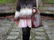 looks abrigo pelo largo falda rosa