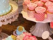Mesa dulces cupcakes rosas