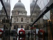 Disfrutando Paul's Cathedral bajo lluvia