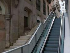 gobierno vigués rechaza adaptar para sillas ruedas escaleras mecánicas instaladas Porta