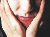"Crystal Castles Robert Smith juntos ""Not love"""