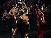 Desfile Hannibal Laguna. Palabras mayores. Arquitectura, modelado patronaje movimiento...Con presencia importantes personajes, alguién quiere más... (Fotos). Cibeles Fashion Week.