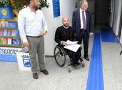 Huellas podotáctiles para facilitar movilidad discapacitados visuales edificio múltiple servicios municipales Ayuntamiento Málaga