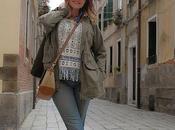 Flecos+vaqueros rotos+ parka. Look Casual, visita Venecia