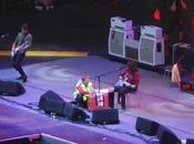 Dave Grohl rompe pierna plena actuación termina concierto escayolado