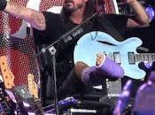 Fighters vuelven escenarios Dave Grohl sentado Trono Hierro guitarras)