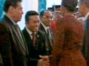Indonesia: escándalo Michelle Obama estrechar mano líder musulmán
