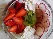 Ensalada rábano, fresa requesón aliño aguacate