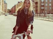 Elsa Hosk marca bicicletas para buena causa
