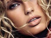 Romee Strijd luce rizos para Vogue España