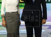 Gloria Lomana viste como celebrity entrevista Rajoy