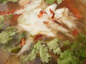 Sopa pescado picante thailandesa (tom pla)