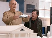 Emmett Brown Marty McFly reúnen para presentar auto futuro Toyota