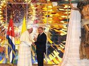 Papa Francisco regaló crucifijo hecho remos Raúl Castro