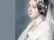 Reina puso moda traje novia color blanco.