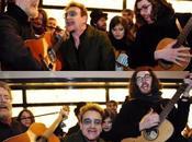Bono, Glen Hansard Hozier cantan calles Dublín