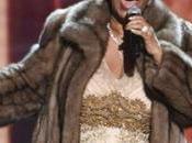 Aretha Franklin sienta piano
