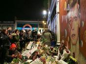 Multitudes personas rinden tributo David Bowie