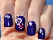 Nail Chanel Rosas Tachuelas Holográficas