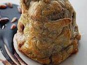 Idea plato carne para menú valentín. solomillo cerdo hojaldre piña, chutney mango pimiento verde salsa toque chocolate piñones.