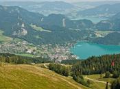 días Austria. pueblos alpinos, paseo montaña primer baño Alpes
