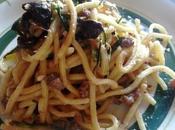 Espaguetis calabacín carne Pasta Troccoli zucchine salsiccie