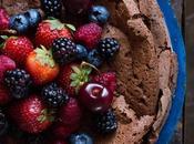 Torta chocolate harina frutos rojos salsa caramelo cumpleblog