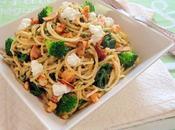 Espaguetis espinacas, brócoli, requesón, pesto nueces.