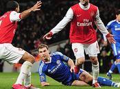 Arsenal derrotó Chelsea sigue cerca United