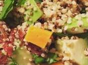 Ensalada Quínoa, tomates secos, rúcula palta