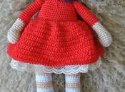 Muñeca ganchillo vestido rojo