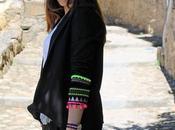 Como combinar blazer negra pompones detalles etnicos