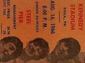 Años: Ago. 1966 John Kennedy Stadium Philadelphia, Pennsylvania