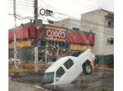 Video: Fuerte lluvia deja carros varados bardas caídas