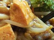 Fideos udon verduras tofu estilo Kung Style Udon Noodles with vegetables