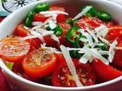 Ensalada tomate cherry guindilla queso