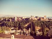 Granada, tierra soñada cantar vuelve gitano...