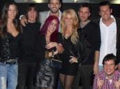 Gerard Piqué Shakira celebran juntos cumpleaños. estilo cantante