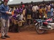 Niños africanos asombran dron.