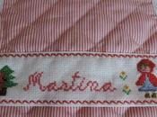 Babero caperucita roja punto cruz nombre martina