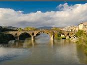 Puente Reina: puente para peregrinos
