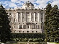 ¿Cuántas habitaciones tiene Palacio Real?