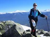 montañeros viajan tierra agua