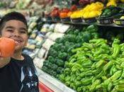 Regalan juguetes para motivar niños comer saludable