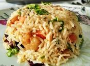 Pastel frío arroz gambas ajillo, brotes tiernos tomatitos cherry