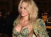 Desde todos ángulos… lolas Pamela Anderson siguen viendo espectaculares