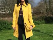 Blusa bordada abrigo amarillo
