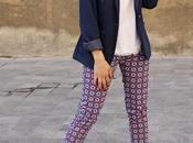 Casi primavera: americana azul marino pantalón estampado