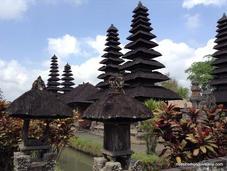 Bali; famoso templo Ulun Danu Batur arrozales Jatiluwih