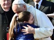 Papa desentiende lujo moda reúne olvidados Milán